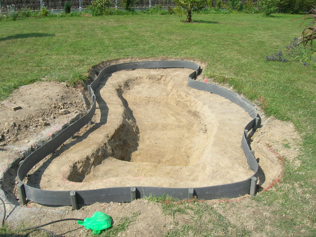 CONSTRUCTION D'UN BASSIN DE JARDIN EN PHOTOS
